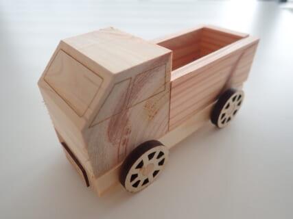 「中央区の森」間伐材でミニトラックをつくろう!